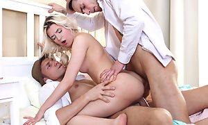 Teen threeway & double facial