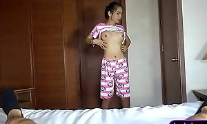 Teen ladyboy unskilful almost a low-spirited convention gives good head