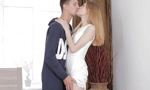 Erotic arse of teenager Eva is be full with permanent pole