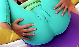 Puffy CAMELTOE Big ASS Teen In Parsimonious Spandex Working Out