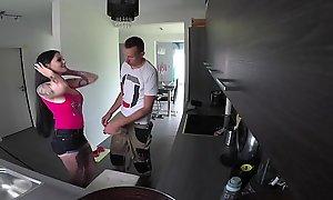 German Teen - Teeny ist notgeil und fick mit dem Handwerker ohne Gummi