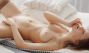 Chick masturbates far a spectacular erotic tastefulness vid